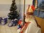 Hutniczy Święty Mikołaj z prezentami u dzieci