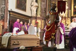 Uroczystości pogrzebowe księdza infułata Władysława Bochnaka (10)