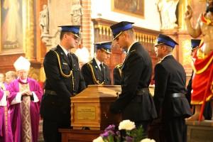 Uroczystości pogrzebowe księdza infułata Władysława Bochnaka (11)