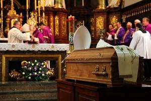 Uroczystości pogrzebowe księdza infułata Władysława Bochnaka (8)