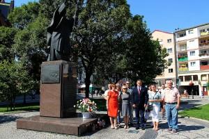 Solidarność złożyła kwiaty przy pomniku Jana Pawła II (1)
