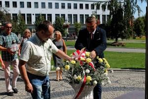Solidarność złożyła kwiaty przy pomniku Jana Pawła II (4)