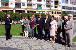 Delegacja Solidarności przy Pomniku Papieża (1)