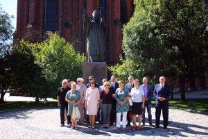 Delegacja Solidarności przy Pomniku Papieża (2)