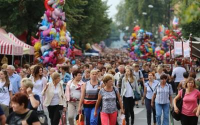 Metropolita katowicki abp Wiktor Skworc o wolnych niedzielach podczas Pielgrzymki Kobiet i Dziewcząt do Piekar Śląskich