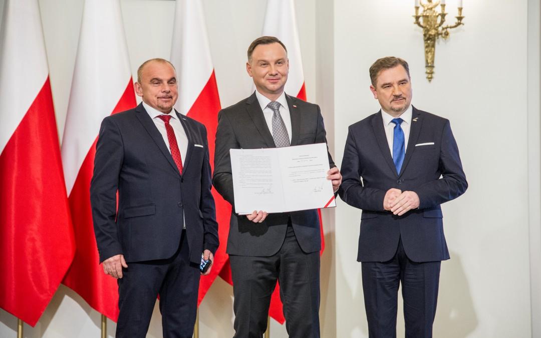 Prezydent Andrzej Duda podpisał ustawę o ograniczeniu handlu w niedzielę