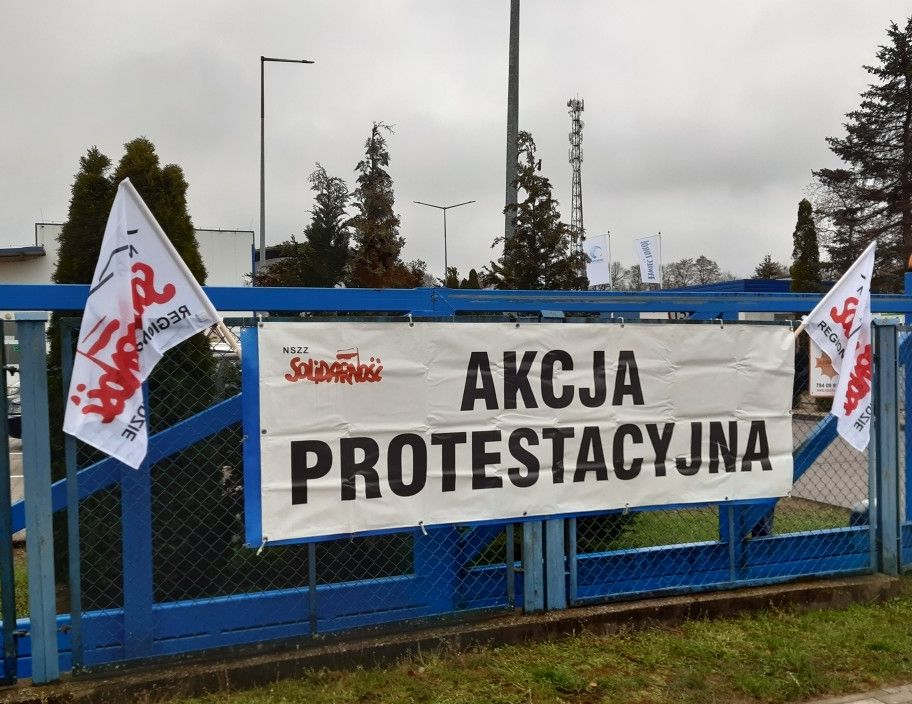 Flagi na bramach spółki Żywiec Zdrój!